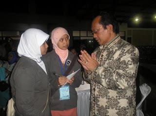 H. Bubun Bunyamin, saat masih menjabat Wali Kota Tasikmalaya, diwawancarai kru Q-Smart, SMA Almuttaqin.