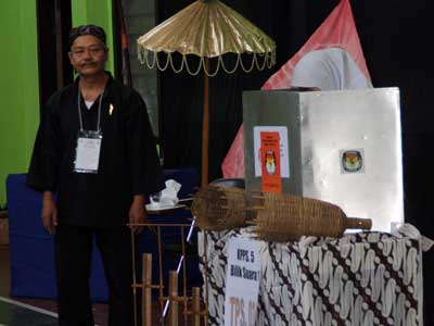 PENDEKATAN budaya untuk menarik minat para pemilih. (foto: Abdul Haris/KP)